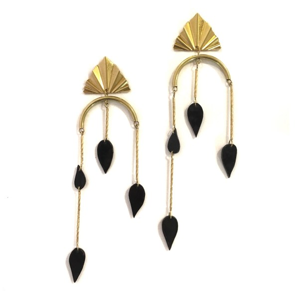 Earrings to the IV-Le Voilà