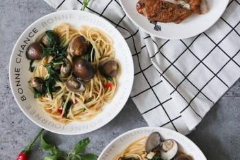 平底鍋不沾鍋推薦:美吉鍋》超簡單蒜香蛤蠣義大利麵食譜+如何煎出皮超脆的香煎雞腿排