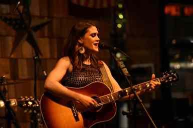 Lexi Jackson at Smokehouse Live