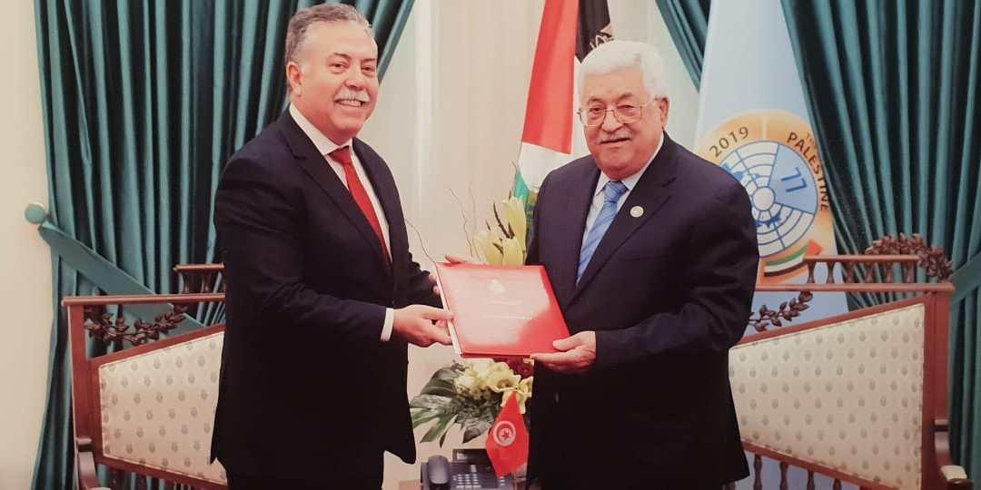 كاتب الدولة للخارجية يسلم الرئيس الفلسطيني دعوة من رئيس الجمهورية للمشاركة في القمة العربية القادمة