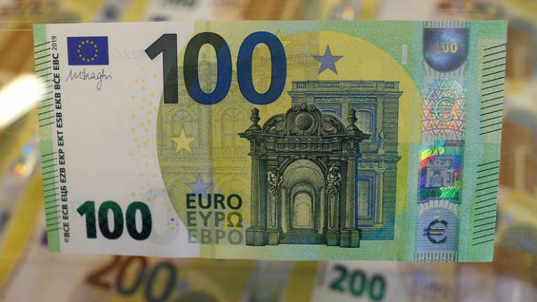 اليورو يتجه صوب أكبر انخفاض شهري في 17 شهرا قبل صدور بيانات التضخم