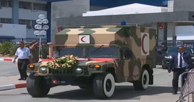 نقل جثمان الرئيس الراحل الباجي قائد السبسي من المستشفى العسكري بالعاصمة نحو قصر قرطاج