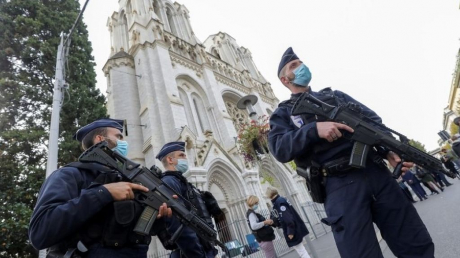 عرض قانون جديد لمكافة الإرهاب في فرنسا