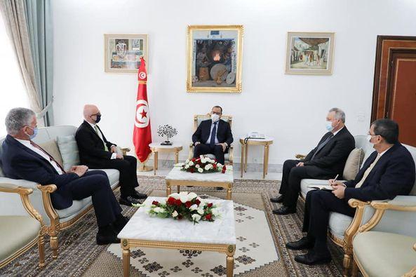 رئيس الحكومة يلتقي سفيري فرنسا وإيطاليا بتونس