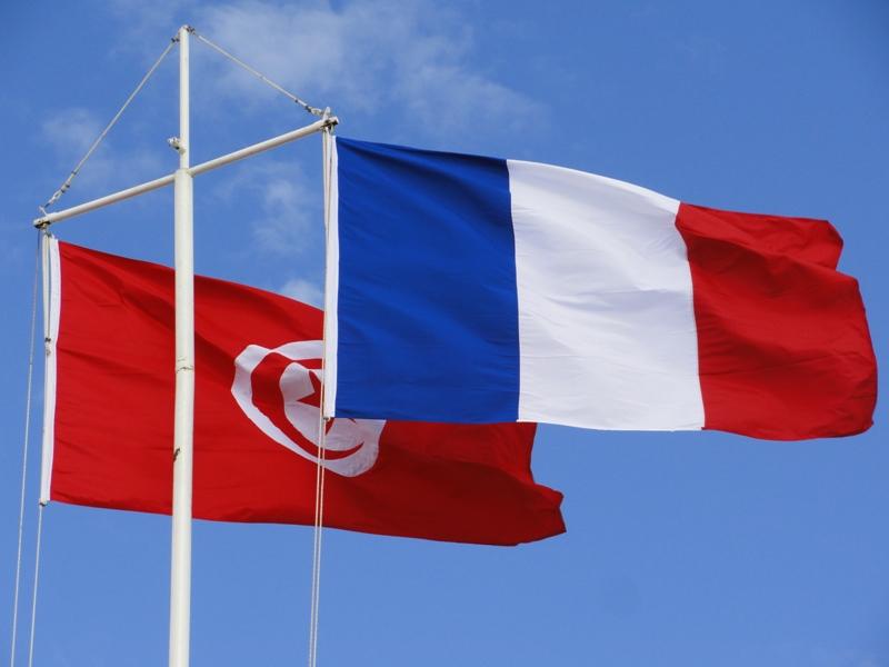"""طالبت تونس بتعيين رئيس حكومة """" بسرعة"""" : انتقادات لفرنسا لتدخلها في الشأن التونسي"""