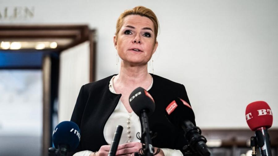 محاكمة وزيرة دنماركية سابقة أمرت بتفريق أزواج من المهاجرين