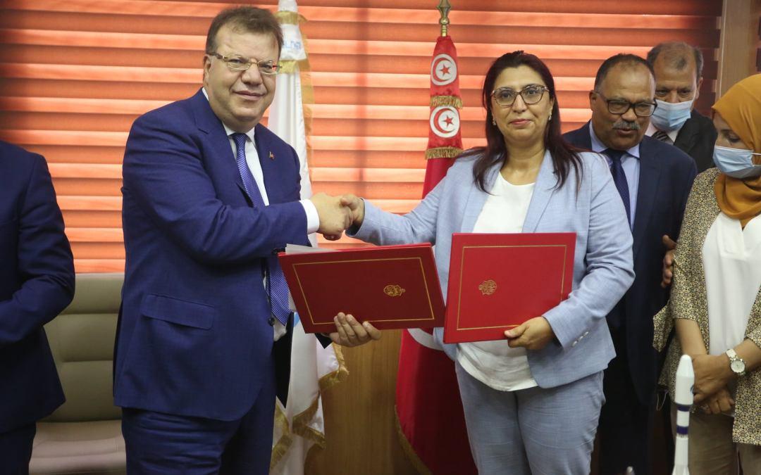 تونس تقتحم عالم الفضاء نحو مزيد تكوين الشباب و الباحثين