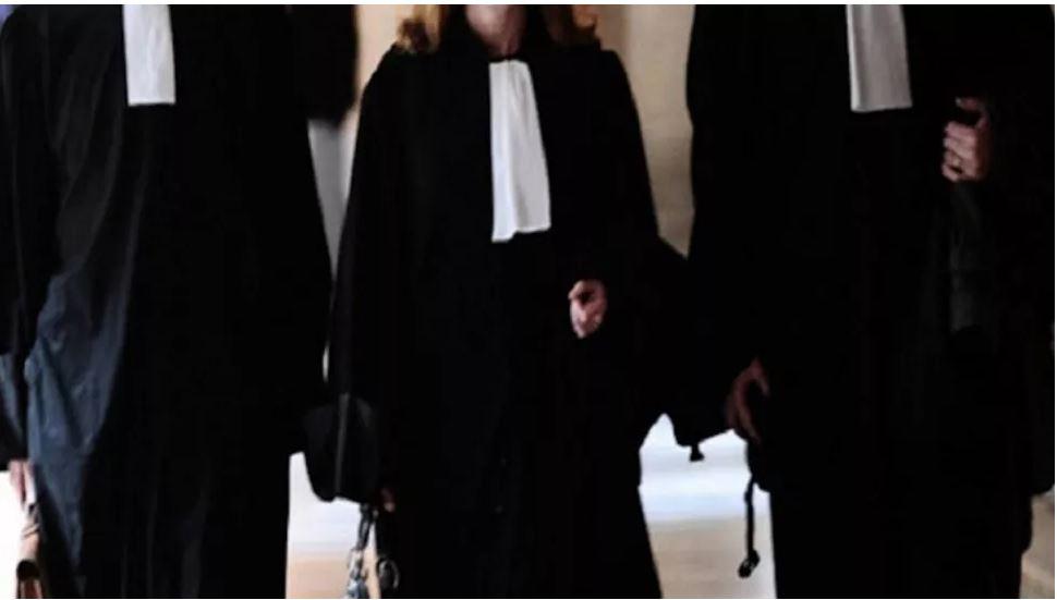 عدد من المحامين ينظمون وقفة مساندة للمحامي مهدي زقروبة