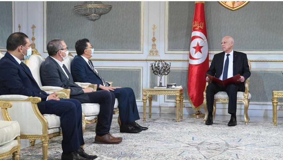 رئيس الجمهورية ينفي فرضية التخلي عن الدستور