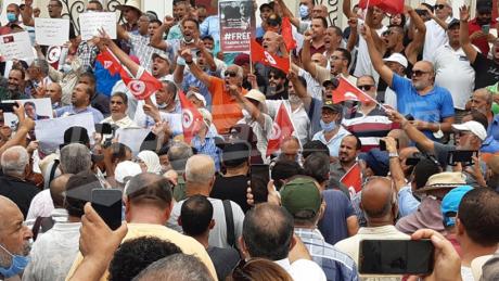 العاصمة: الأمن يفصل بين المنددين بالاجراءات الاستثنائية وداعمي الرئيس