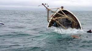 غرق مركب كان ينقل 22 مهاجرا :وانتشال جثتين من جنس الإناث