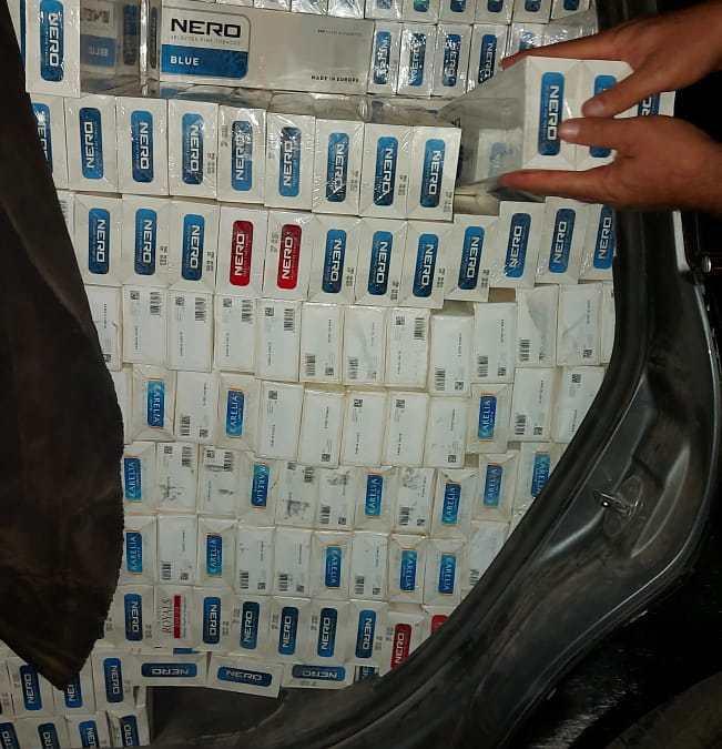 مصالح الحرس الديواني بصفاقس وسيدي بوزيد تحجز كميات من السجائر والعجلات المطاطية المهربة بقيمة 182 ألف دينار.