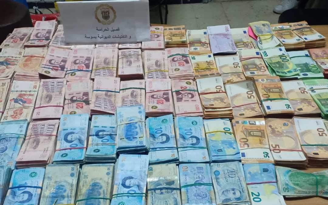 مصالح الحرس الديواني تحجز مبالغ من العملة الأجنبية بقيمة 457ألف دينار.