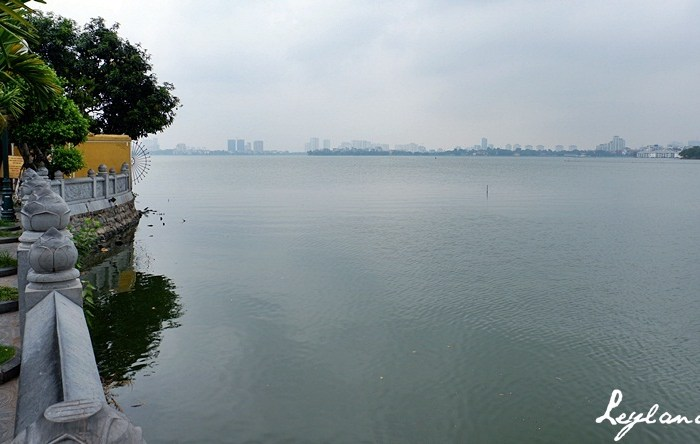Tay Ho: An Afternoon at the Biggest Lake in Hanoi, Vietnam