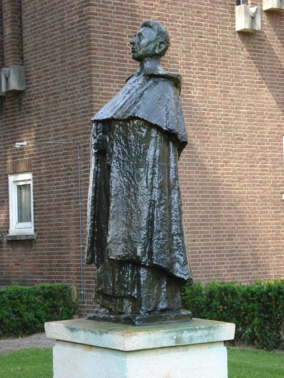 Bestand:Oss, statue Titus Brandsma.JPG - Wikipedia