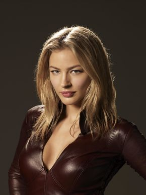 Cara Mason - Mord-Sith, lover of Dahlia. At some point she fell in love with Leo.