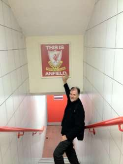 Wolfgang_-_Anfield_Sign