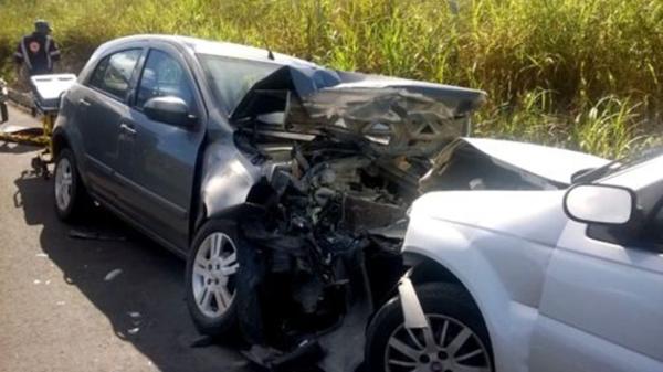 Grávida de 7 meses morre e outras 6 pessoas ficam feridas em acidente na BR-101