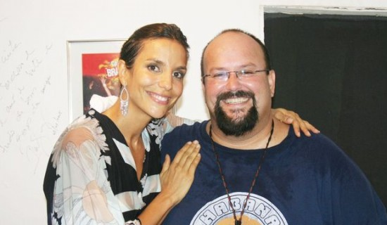 Irmão de Ivete Sangalo vive de venda de cosméticos e diz não sentir falta da cantora