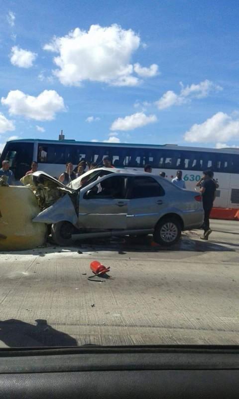 Homem morre após bater carro em pedágio na BR-324