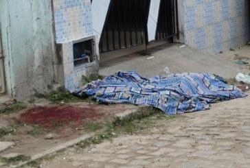 Mulher é morta a facadas na frente do filho de 4 anos