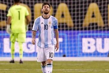 Abalado, Messi diz que não joga mais pela Argentina
