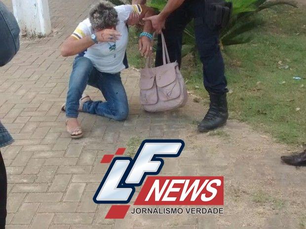 Professora é agredida com soco após ser cercada por estudantes