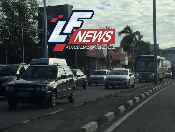 Veículos são flagrados em Lauro de Freitas sem utilizar os faróis, como determina nova legislação federal