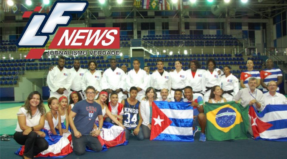 Atletas de Cuba fazem apresentação para estudantes em Lauro de Freitas