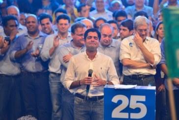 Bastante emocionado, Neto 'agradece a Deus' ter sido eleito prefeito aos 33