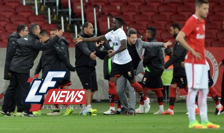 Vitória vence Inter fora de casa e sai da zona de rebaixamento