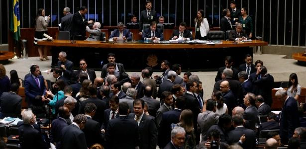 Câmara aprova tramitação mais rápida da PEC do teto dos gastos