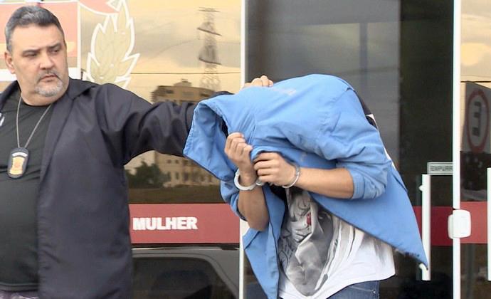 Jogador de futebol é preso acusado de tentar matar amante grávida