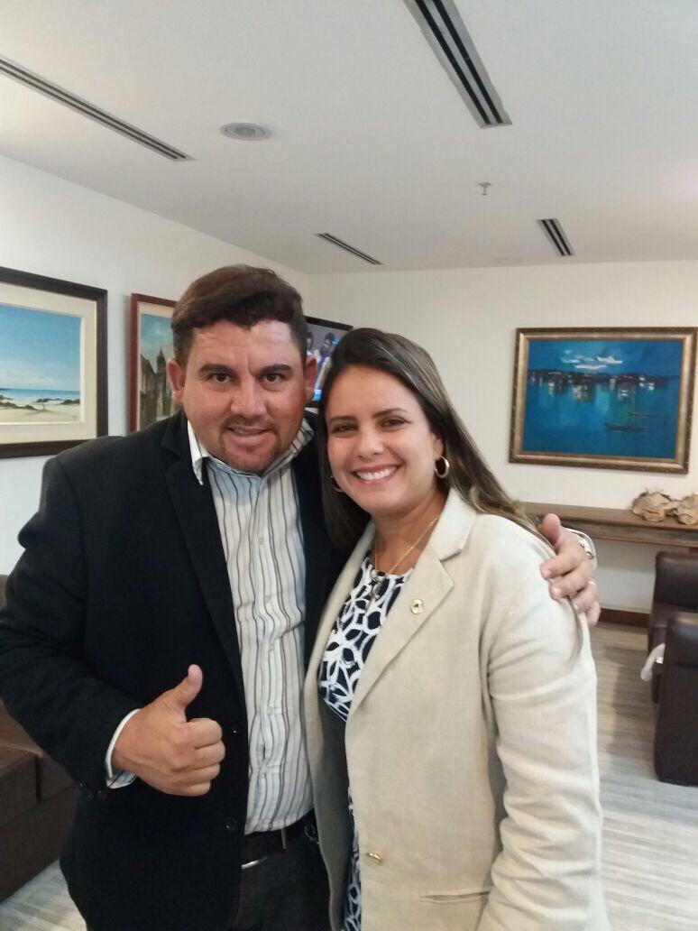 Alex Simões prestigia Sessão Especial Março Mulher na AL-BA