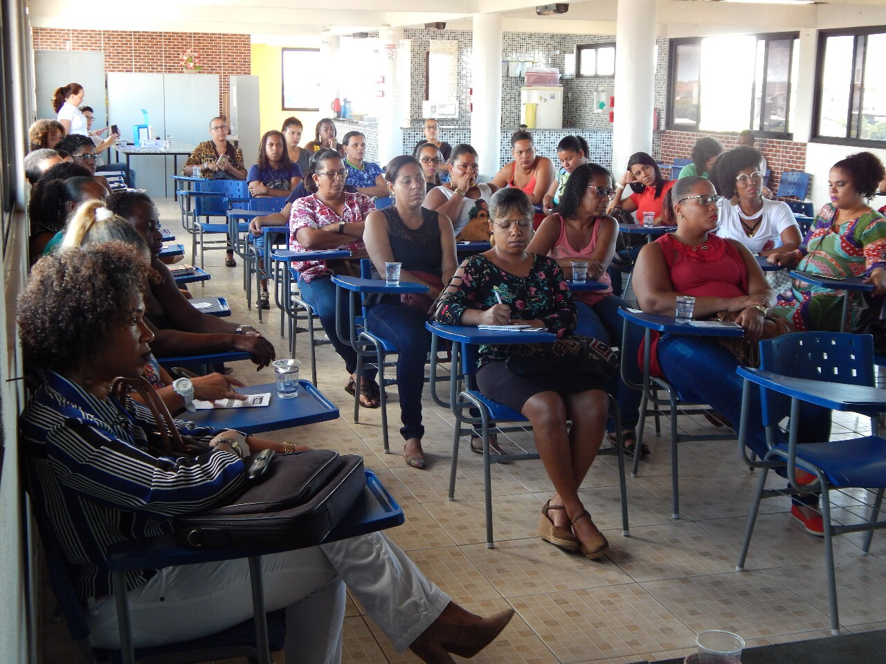 SEMED capacita cuidadores que atuam na inserção de jovens com deficiência em sala de aula