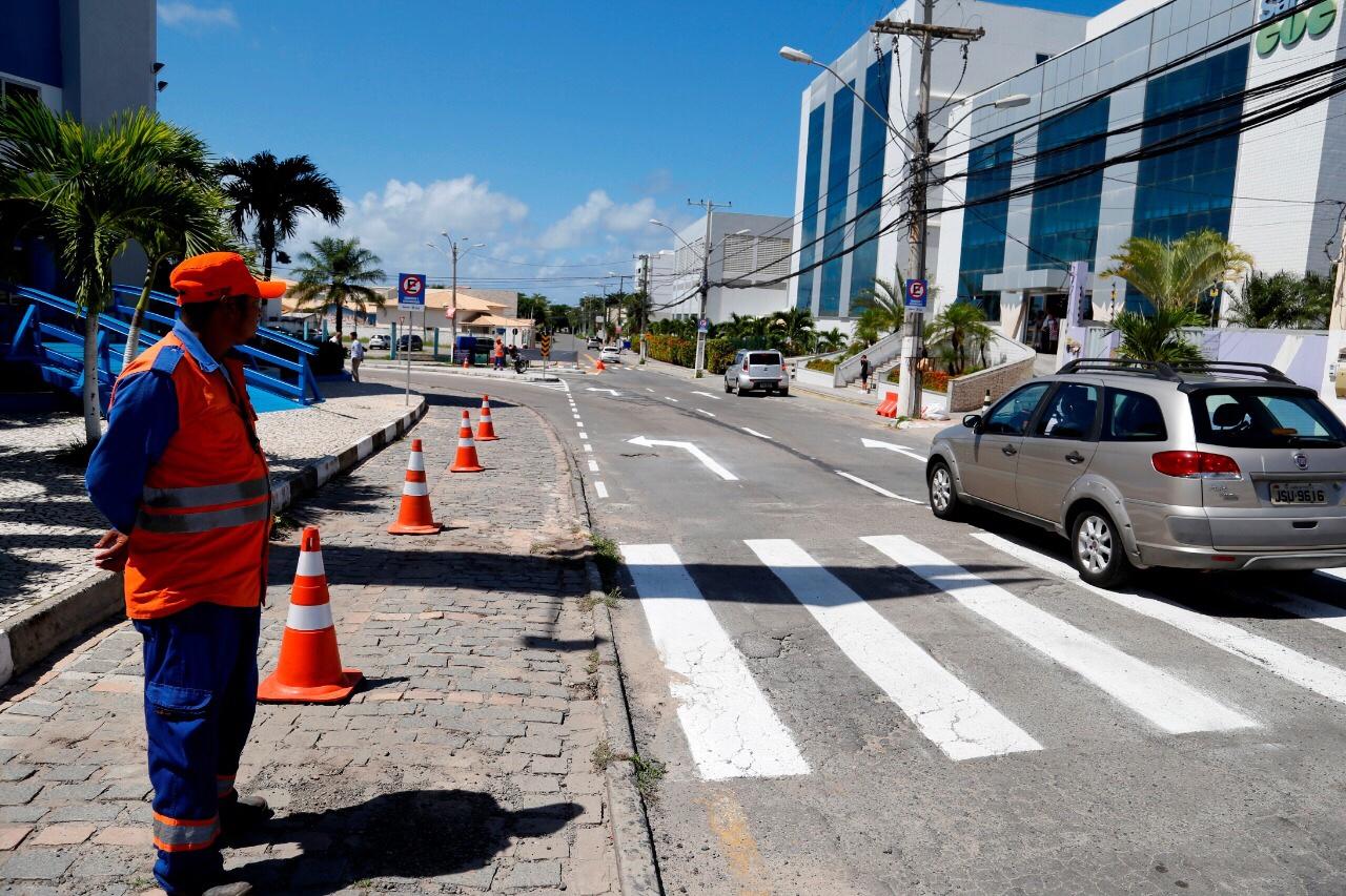 Intervenção no trânsito otimiza fluxo no bairro Miragem em Lauro de Freitas