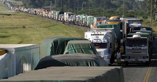 Greve dos caminhoneiros prejudica coleta de lixo em Lauro de Freitas; esclarece Sesp
