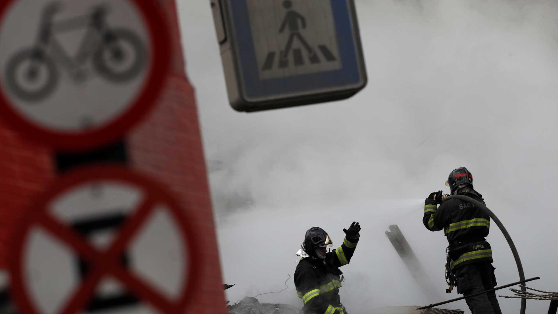 Imprensa mundial repercute incêndio 'feroz' que engoliu prédio de SP
