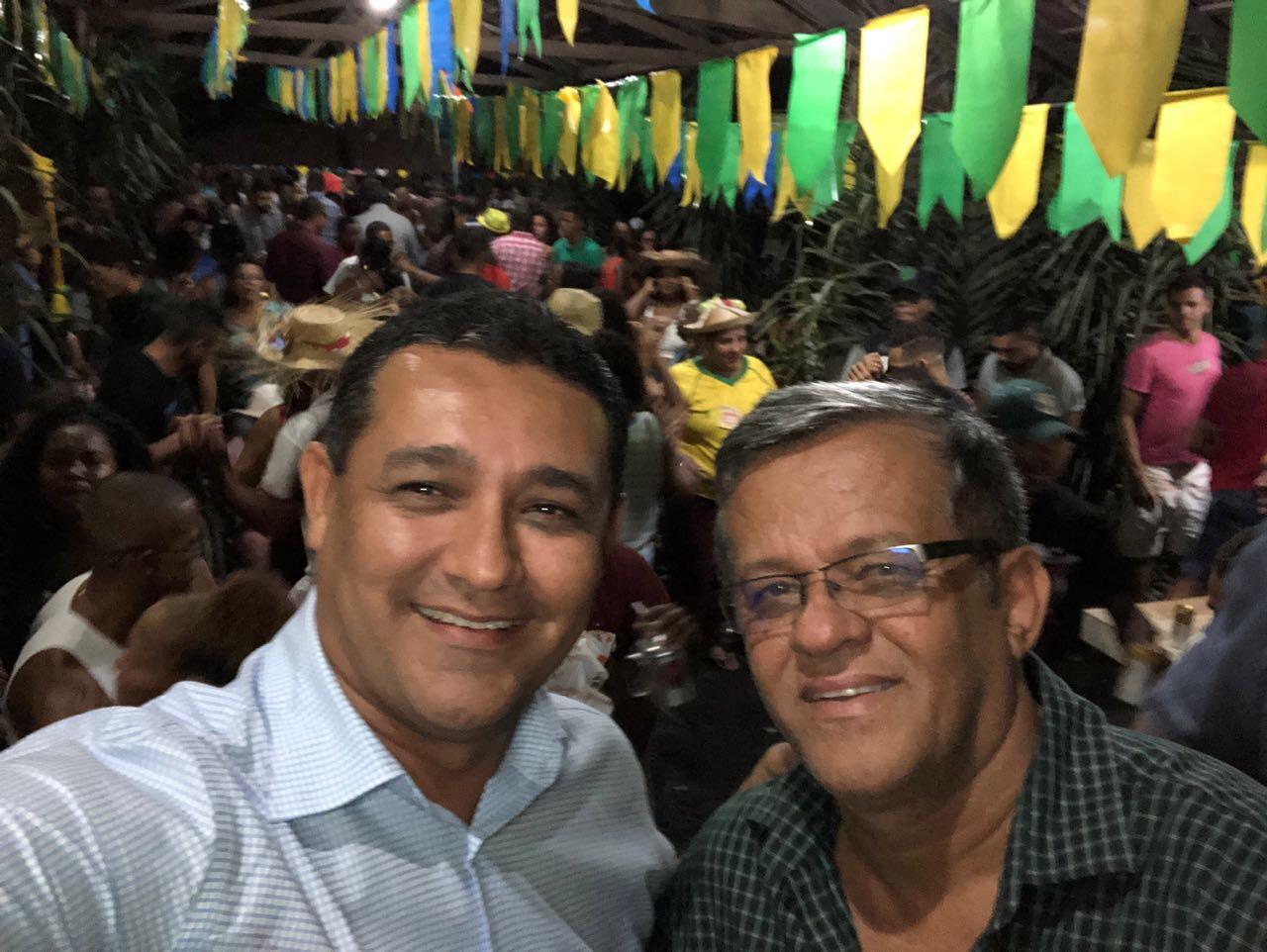 Em Camaçari, Alexandre Marques prestigia a festa de São Pedro de Raimundinho da JR