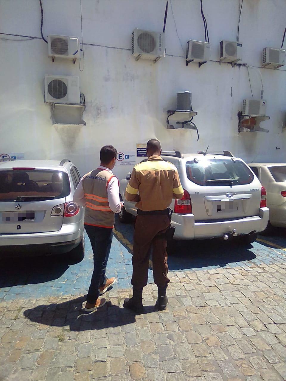 SETTOP fiscaliza o uso de vagas para deficientes e idosos em estabelecimentos privados de Lauro de Freitas