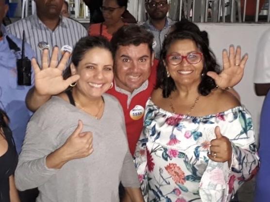 Alex Simões caminhou com Mirela e Mirian pelas ruas de Portão e do Centro