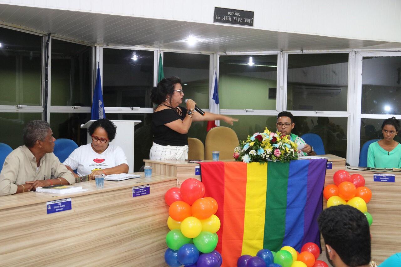 Semana do Orgulho LGBT de Lauro de Freitas elege madrinha e padrinho 2018