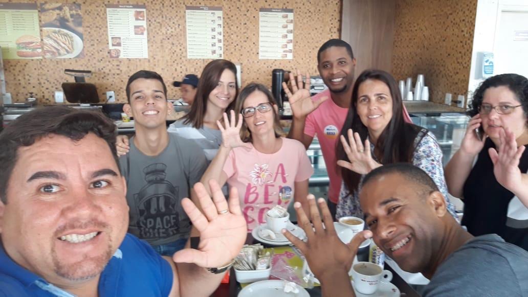 Alex Simões e sua equipe juntos com o expresso MM
