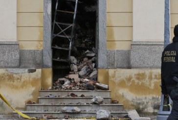 Bancos e governo se reúnem para debater restauração do Museu Nacional