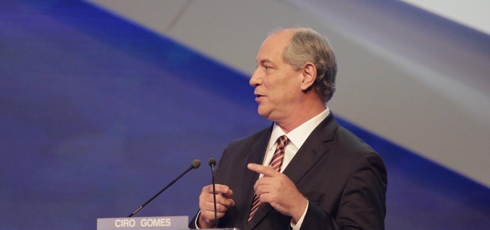 'Foi ferido na barriga, mas não mudou nada na cabeça', diz Ciro sobre Bolsonaro