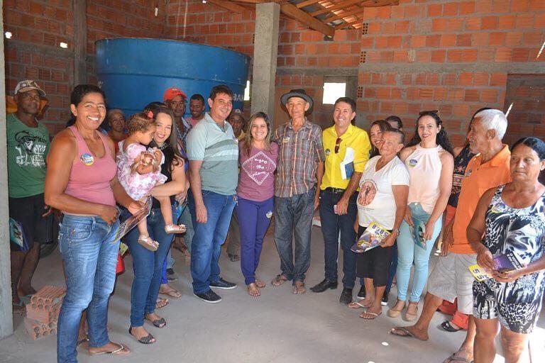 Em Macaúbas, Mirela conversou com a população do povoado de Serra