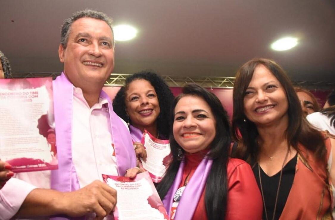 """Moema participa de """"Encontro do Time da Correria com as Mulheres"""", que contou com a presença de Rui Costa"""