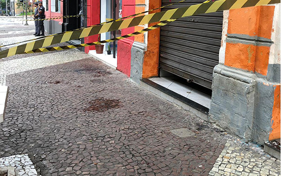 """Travesti é morta a facadas no centro de São Paulo aos gritos de """"Bolsonaro"""""""