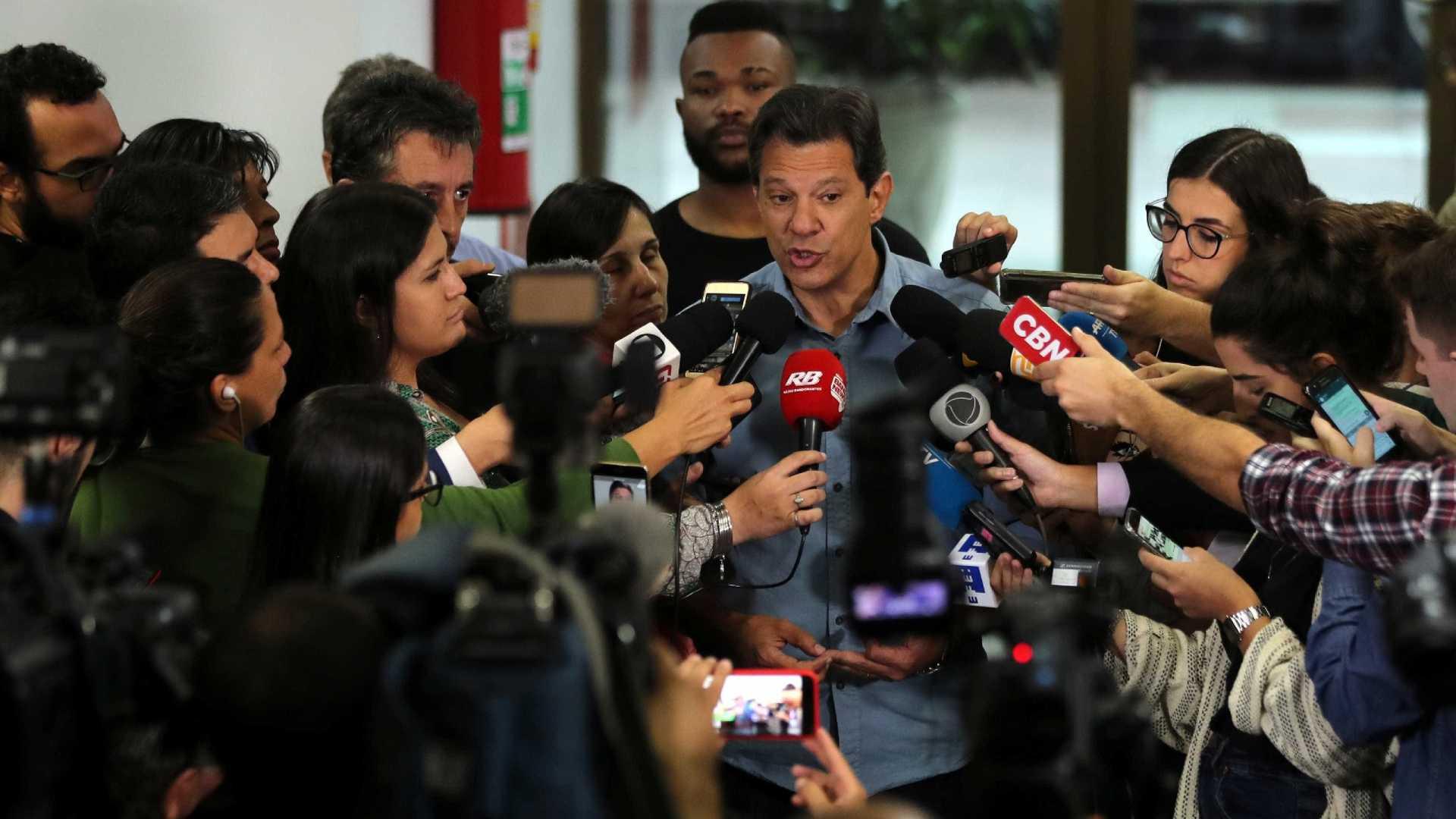 Haddad acusa Bolsonaro de organização criminosa e vai à Polícia Federal