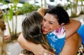 Pra agradecer! Deputada Mirela confraterniza-se com amigos e amigas de Lauro de Freitas